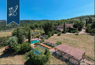 Charming, typically-Tuscan farmhouse for sale between Florence and Siena