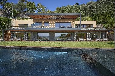 Luxurious contemporary villa for sale in Cannes Californie with sea views onto the Mediter