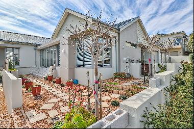 Immaculate modern home in Fairhaven Country Estate
