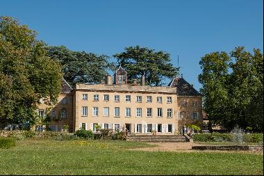 Castle in the heart of Beaujolais