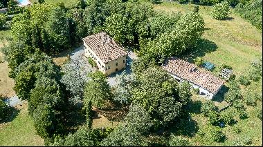 Historic Villa with annex and land for sale near Lucca