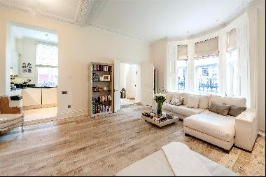 A sophisticated apartment with private parking in the heart of W8