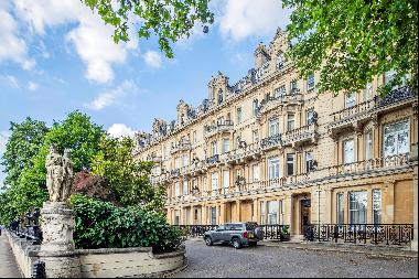 A spectacular 5 bedroom lateral flat for sale in Cambridge Gate, NW1.