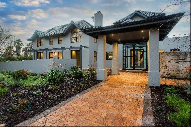 Spacious new family home on Pearl Valley at Va de Vie