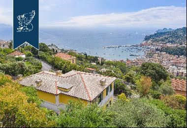 Wonderful property for sale with a view of the Ligurian Sea