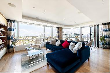 A three bedroom apartment with car parking and a balcony for sale in Islington, EC1.