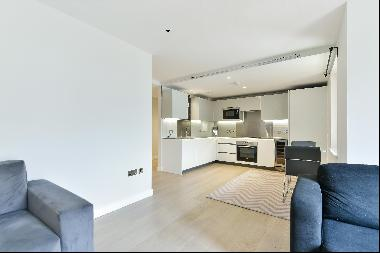 A modern and bright one bedroom apartment for sale on Wharf Road, N1.