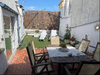 CHARMING APARTMENT WITH TERRACE AND GARAGE A FEW STEPS AWAY FROM THE TOWN CENTRE
