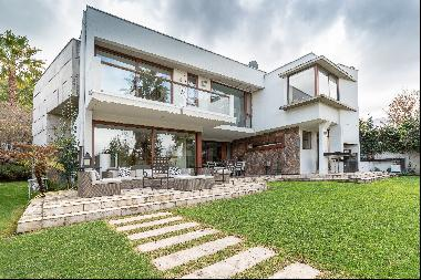 Luminous Mediterranean house with excellent connectivity