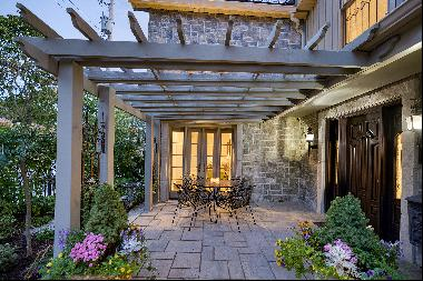 Spectacular Home Steps from The Rideau Canal