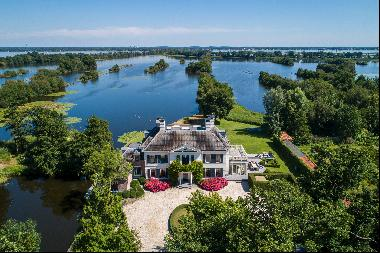 Beautiful country house on the lake
