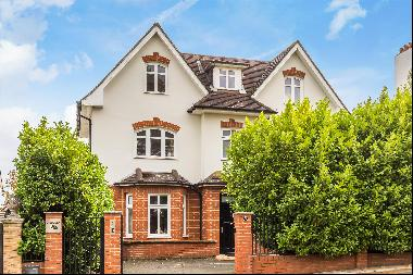 A stylish and modern seven-bedroom family house close to Wimbledon Park.