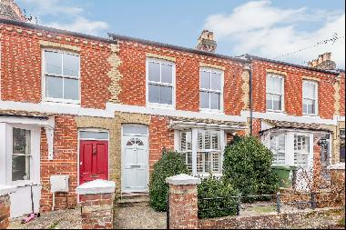 4 bedroom house for sale in Winchester SO22.