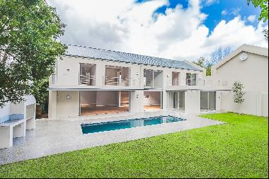 Mini estate of two newly-built contemporary homes in a central location in the heart of C