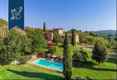 Luxurious Tuscan estate with park and pool in the heart of Siena's Chianti Classico area