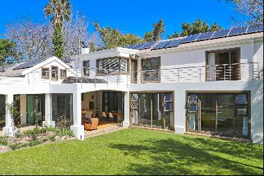 PERFECT CONTEMPORARY FAMILY HOME IN A SECURE, TRANQUIL TREE-LINED CUL-DE-SAC IN THE HEART