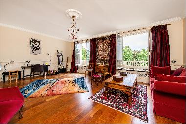 4-5 bedroom penthouse for sale in a beautiful garden square in Bayswater, W2