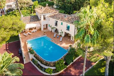 Provencal villa for sale on the west side of Cap d'Antibes with sea views