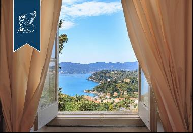 Historical luxury villa with panoramic views of the sea in Liguria