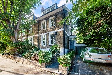 A Grade II listed semi-detached house for sale in Canonbury, N1.