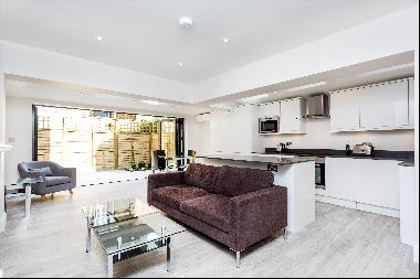 Share of freehold Victorian 2 bedroom garden apartment in Between the Commons
