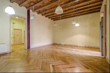 Flat with terrace overlooking green area in Paseo de Gracia