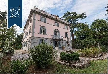 Luxury villa with precious period details near Lucca and Florence