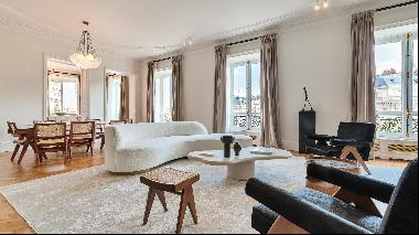 Beautiful apartment for sale in the 16th Arrondissement.