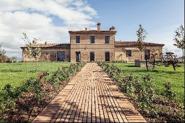 Podere Granaio, beautiful hilltop property in the heart of Tuscany with