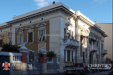 Tuscany - SECTION OF VILLA WITH GARDEN FOR SALE IN LIVORNO, TUSCANY